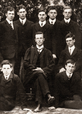 Lawrence Beesley med elever på Dunwich college, 1908.